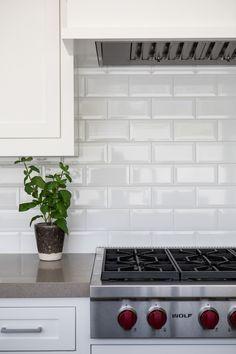 Kitchen Splashback Tiles, White Tile Backsplash, Subway Tile Kitchen, Kitchen Cabinets Decor, Home Decor Kitchen, White Beveled Subway Tile, White Bathrooms, Luxury Bathrooms, Master Bathrooms