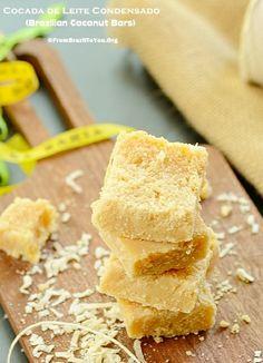 Five-ingredient, Quick, Naturally Gluten-Free, Brazilian COCONUT BARS (Cocada de Leite Condensado) -- #cocada #coconut #bar