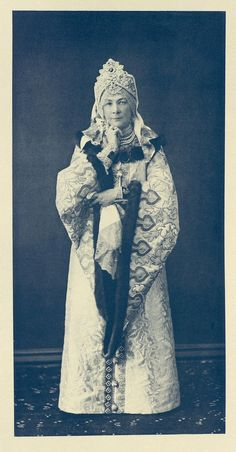 Gofmeysterina Sua Alteza Imperial a Grã-Duquesa Elizabeth Feodorovna, a Condessa Alexandra Andreyevna Olsufyeva, vestida como uma russa Boyarina dos tempos do Tsar Alexei Mikhailovich.
