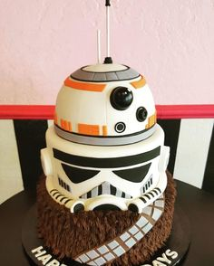 - Star Wars Cake - Ideas of Star Wars Cake - Amazing Star Wars tiered cake! Star Wars Torte, Bolo Star Wars, Star Wars Cake, Star Wars Cupcakes, Star Wars Birthday Cake, 5th Birthday, Birthday Cakes For Boys, Cakes For Kids, Star Wars Wedding Cake