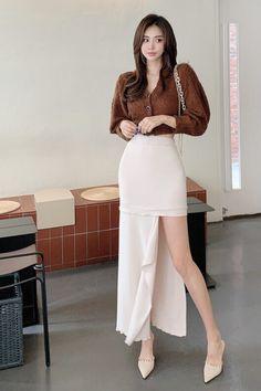 Korean Beauty, Asian Beauty, Girls Sandals, Beautiful Legs, Cute Woman, Korean Fashion, Asian Girl, High Waisted Skirt, Mini Skirts