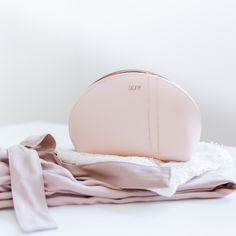 Our MAJAVIA Cosmetic Pouch for all your beauty essentials. photo: by Cosmetic Pouch, Beauty Essentials, Fashion Backpack, Backpacks, Cosmetics, Detail, Bags, Dime Bags, Handbags