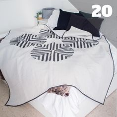 March Madness—Quilter Style | Quilting Daily Pop Up Blocker, Two Color Quilts, Queen Size Quilt, Baby Quilt Patterns, Log Cabin Quilts, How To Finish A Quilt, Quilt Bedding, Quilting Projects, Baby Quilts