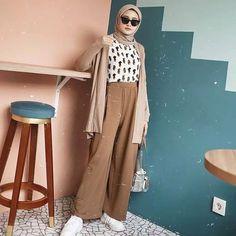 Street Hijab Fashion, Muslim Fashion, Modest Fashion, Fashion Outfits, Casual Hijab Outfit, Ootd Hijab, Hijab Chic, Hijab Dress Party, Mode Ootd