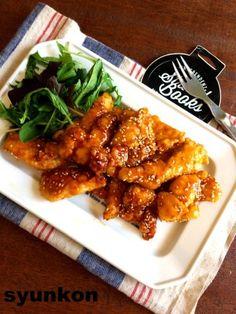 【簡単!めっちゃおすすめです】やわらかい!!鶏むね肉でピリ辛チキンスティック | 山本ゆりオフィシャルブログ「含み笑いのカフェごはん『syunkon』」Powered by Ameba Home Recipes, Asian Recipes, Cooking Recipes, Japanese Dishes, Japanese Food, Food Menu, Fried Chicken, Street Food, Chicken Wings