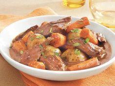 Ingredients  1 1/2 lb small Yukon Gold potatoes 1 1/2 lb carrots, cut into 1 1/2-inch pieces 4 cloves garlic, halved lengthwise 1 boneless beef sirloin tip roast (2 1/2 to 3 lb) 1/2 teaspoon …
