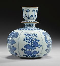 A KANGXI BLUE AND WHITE PORCELAIN HUQQA BASE FOR THE INDIAN MARKET, CHINA, 1662-1722