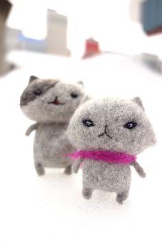 wool felt cat craft #diy #cat #craft #wool #felt Needle Felted Animals, Felt Animals, Needle Felting, Felt Dogs, Felt Cat, Cat Crafts, Little Birds, Cat Art, Neko