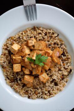 Hum, une poêlée de tofu aux champignons et sa sauce cacahuète ! Tofu Sauce, Dog Food Recipes, Vegetarian Recipes, Plat Vegan, Salty Foods, Yummy Food, Tasty, Seitan, Soul Food