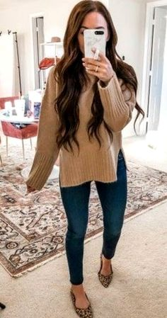 Women's Denim Jeans Outfit With Knit Sweater - Nathan Davenport Fashion Outfit Jeans, Jeans Outfit Winter, Booties Outfit, Cute Outfits With Jeans, Jean Outfits, Denim Jeans, Estilo Jeans, Casual Winter Outfits, Fall Office Outfits