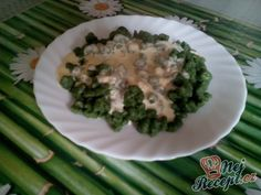 Špenátové halušky se sýrovou omáčkou Thing 1, Asparagus, Green Beans, Food And Drink, Vegetables, Ethnic Recipes, Studs, Vegetable Recipes, Veggie Food