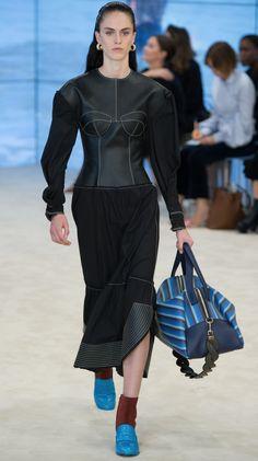 loewe spring 17 Fashion Week, Fashion Show, Fashion Looks, Fashion Design, Paris Fashion, Vogue Paris, Luxury Fashion, Womens Fashion, Summer Collection