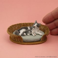 Miniature Teeny Tiny Laying Resin Kitten Black//White for DOLLHOUSE 1:12
