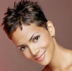 Pictures of Pixie Haircuts; Get inspiration from Halle Berry short hairstyle original hair color pics ideas. Short Sassy Hair, Super Short Hair, Short Grey Hair, Short Hair Cuts, Haircut For Older Women, Haircuts For Fine Hair, Short Pixie Haircuts, Short Hairstyles For Women, Pixie Hairstyles