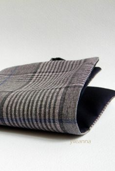 Image of Pocket square. Purple. Glen plaid -- Pochette taschino. Viola. Quadretti #pocketsquare #menswear #madeinitaly