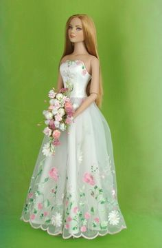Who isn't in love with this barbie dress? Barbie Bridal, Barbie Wedding Dress, Wedding Doll, Barbie Gowns, Barbie Dress, Barbie Fashionista, Barbie Vintage, Sewing Barbie Clothes, Doll Clothes Patterns