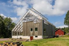Sweden's Eco-Luxury Greenhouse Home – Adorable Home Green Building, Building A House, Maison Earthship, Build A Greenhouse, Greenhouse House, House Inside, Sustainable Design, Sustainable Architecture, Solar Power
