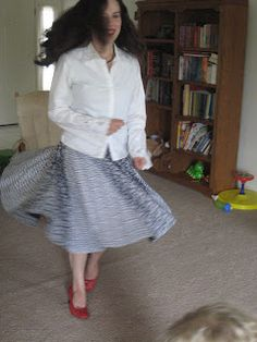 Kadiddlehopper: Circle Skirt How-to Dress Skirt, Midi Skirt, Dress Patterns, Sewing Patterns, Free Pattern, High Waisted Skirt, Couture, Stylish, My Style