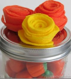 How to Make Felt Flowers. This craft is SO easy, and a super cute craft! #crafts