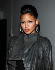 Cassie Photos - Singer Cassie attends the launch of NARS a project to celebrate 15 years of NARS at Industria Superstudio on November 2009 in New York City. - Marc Jacobs & Daphne Guinness Host The Launch Of NARS Yrs of NARS Retro Updo Hairstyles, Celebrity Hairstyles, Wedding Hairstyles, Shaved Hairstyles, Cassie Hair, Half Shaved Hair, Haircut Images, Straight Black Hair, Hair Again
