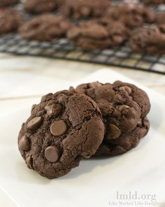 This is a simple recipe for some delicious and rich double chocolate chip cookies. If you're a fan of chocolate and more chocolate you'll love these cookies Cookie Desserts, Chocolate Desserts, Just Desserts, Cookie Recipes, Delicious Desserts, Dessert Recipes, Yummy Food, Chocolate Chocolate, Double Chocolate Chip Cookies