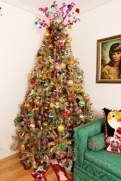 My Houzz: An Austin Stylist's Technicolor Christmas Home    #jhlynch #midcentury #goldchristmastree