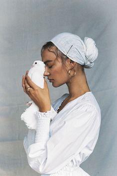 Poetic, peaceful portrait by Brydie Mack Portrait Inspiration, Mode Inspiration, Character Inspiration, Bild Girls, Kreative Portraits, Portrait Photography, Fashion Photography, Photography Ideas, Foto Pose