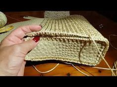 Sensational Benefiting From Beginners Crochet Ideas. Awesome Benefiting From Beginners Crochet Ideas. Crochet Stitches, Knit Crochet, Crochet Patterns, Crochet Handbags, Crochet Purses, Macrame Bag, Purse Patterns, Crochet Videos, Diy Bags