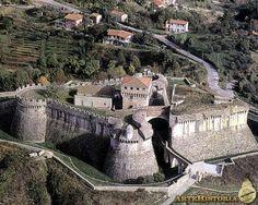 Fortaleza de Sarzanello (Italia) Copyright: (C) ARTEHISTORIA