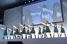 新曲「何度目の青空か?」を初披露する乃木坂46。