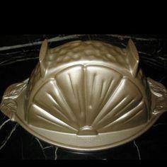 Lemon Slice cake pan by Nordic Ware. Beautiful Cakes, Amazing Cakes, Nordic Ware Bundt Pan, Shaped Cake Pans, Muffin Pans, Baking Supplies, Cake Tins, Bakeware, Baking Pans