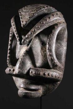 Le masque Bete : un masque africain de guerrier. African Masks, African Art, Greek Artifacts, Art Premier, Cool Masks, Beautiful Mask, Masks Art, Historical Art, Ivory Coast