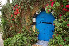 (http://oursurprisingworld.com/tunisian-door-photo-collection/) nice collection of Tunisian doors!