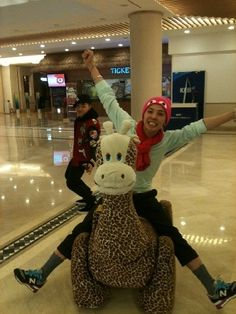 G Dragon is soooo adorable!!! I would absilutely looove to spend a day with him!!! And cutie pie Tae Yang!