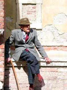 Italian People, Italian Life, Italian Style, Verona Italy, Puglia Italy, Venice Italy, Advanced Style, Poses, Old Men
