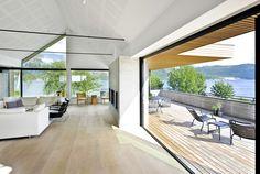 Moderne hus Stavanger, Norge. Mønet, sorte vindu og lyddemping tak