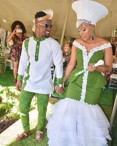 Modern Zulu woman in traditional outfit & traditional zulu bride - Reny styles Couples African Outfits, African Dresses For Women, African Fashion Dresses, Couple Outfits, Zulu Traditional Wedding Dresses, South African Traditional Dresses, Zulu Traditional Attire, Traditional Weddings, Modern Traditional