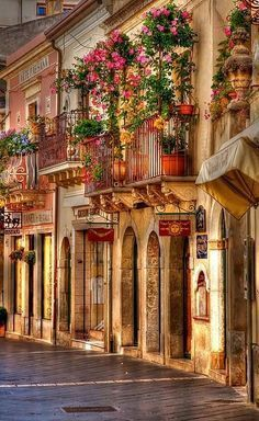 Beautiful streets - Taormina, Sicily, Italy #Sicilyitaly