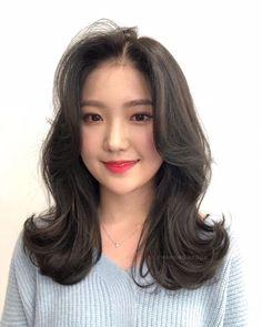 • 2019 여자중간머리스타일 BUILD 빌드펌으로 시선강탈 해봐요~❤️ : 네이버 블로그 Medium Asian Hair, Medium Hair Cuts, Long Hair Cuts, Medium Hair Styles, Short Hair Styles, Middle Hair, Short Hair With Layers, Aesthetic Hair, Hair Painting