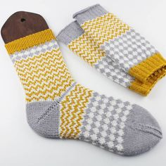 Diemelsee geht in die Eifel & Knit, purl, knit, purl& & Crochet Socks, Knitting Socks, Baby Knitting, Knit Crochet, Stine Und Stitch, Knitting Projects, Knitting Patterns, Baby Boy Booties, Chevron Crochet