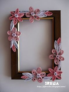 frame decorated with quilling elements Quilling Work, Quilling Jewelry, Quilling Flowers, Quilling Cards, Paper Quilling Designs, Quilling Patterns, Quilling Photo Frames, Quiling Paper Art, Picture Frame Crafts