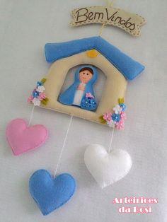 Enfeite confeccionado em feltro.  Uma bela opção pra decorar sua porta!