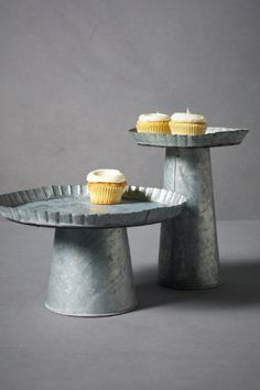 Galvanized metal cake stands for cake and also for dessert table with other varying galvanized dessert stands. Metal Cake Stand, Cake And Cupcake Stand, Cupcake Display, Modern Serveware, Deco Buffet, Green Chandeliers, Cake Pedestal, Autumn Table, Galvanized Metal