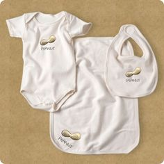 This deluxe gift set includes organic cotton bodysuit, bib, and burp cloth for the special baby in your life.  Made of natural/oatmeal colored cotton, this gift set is machine washable and rayable and packaged in a hip recycled kraft parcel.  Currently availabe in size 6-12 and with monkey and peanut designs.