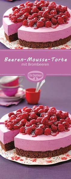 Passend zu der Pantone Trendfarbe Spring Crocus: Beeren-Mousse-Torte - Eine luftig-sahnige Torte mit Brombeeren für die Kaffeetafel