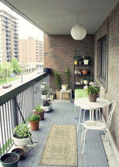28 Small Balcony Design Ideas: Creative Small Apartment Balcony Decorating Ideas On A Apartment Balcony Garden, Apartment Balcony Decorating, Apartment Balconies, Cozy Apartment, Decorate Apartment, Condo Decorating, Apartment Living, Small Balcony Design, Small Balcony Garden