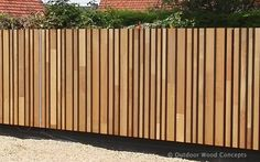 Modern Wood Fence, Wood Fence Design, Modern Fence Design, Gate Design, Diy Privacy Fence, Diy Garden Fence, Backyard Garden Design, Modern Backyard, Fence Landscaping