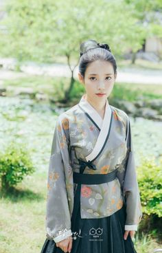 Feeding My Procrastination Korean Hanbok, Korean Dress, Korean Outfits, Iu Moon Lovers, Moon Lovers Drama, Korean Traditional Dress, Traditional Dresses, Korean Beauty, Asian Beauty