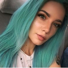Halsey's eyebrows are always beyond perfect