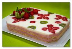 La ricetta e il procedimento spiegato passo per passo per realizzare uno dei dolci più famosi del maestro Luca Montersino, la Torta Giardino di fragole. Una torta che vi conquisterà con il suo sapore speciale!